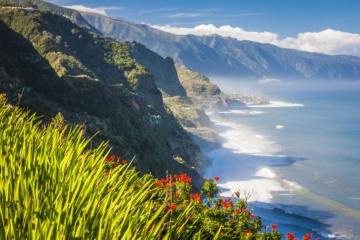 Blick auf die Atlantikküste auf Madeira