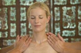 Frau bei einer Ayurveda Behandlung im Ayurveda Parkschlösschen