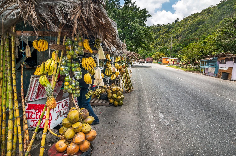 Essensstand an einer Straße auf Jamaika