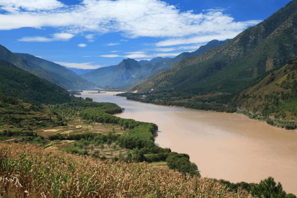 Je nach Regenfällen erstrahlt der Yantse Fluss in anderen Farben.