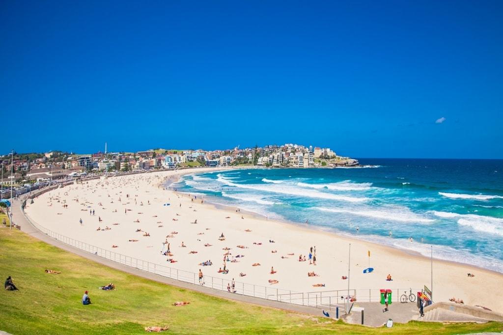 Am Bondi Beach in Australien treffen sich Beach Babes und Freunde des Surfens gleichermaßen.