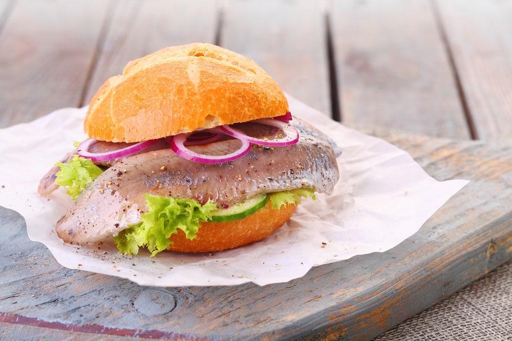 Fischbrötchen essen bei Gosch auf sylt