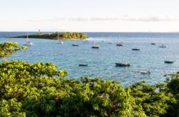 Blick auf Boote vor Guadeloupe