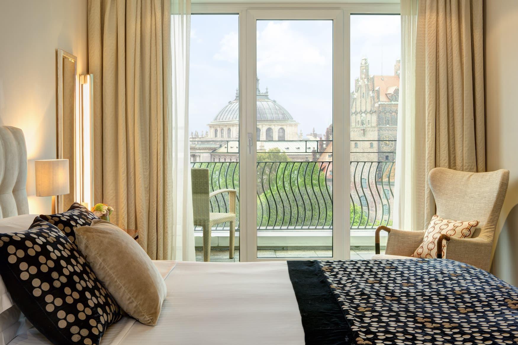 Ausblick aus Hotelzimmer auf den Alten Botanischen garten München