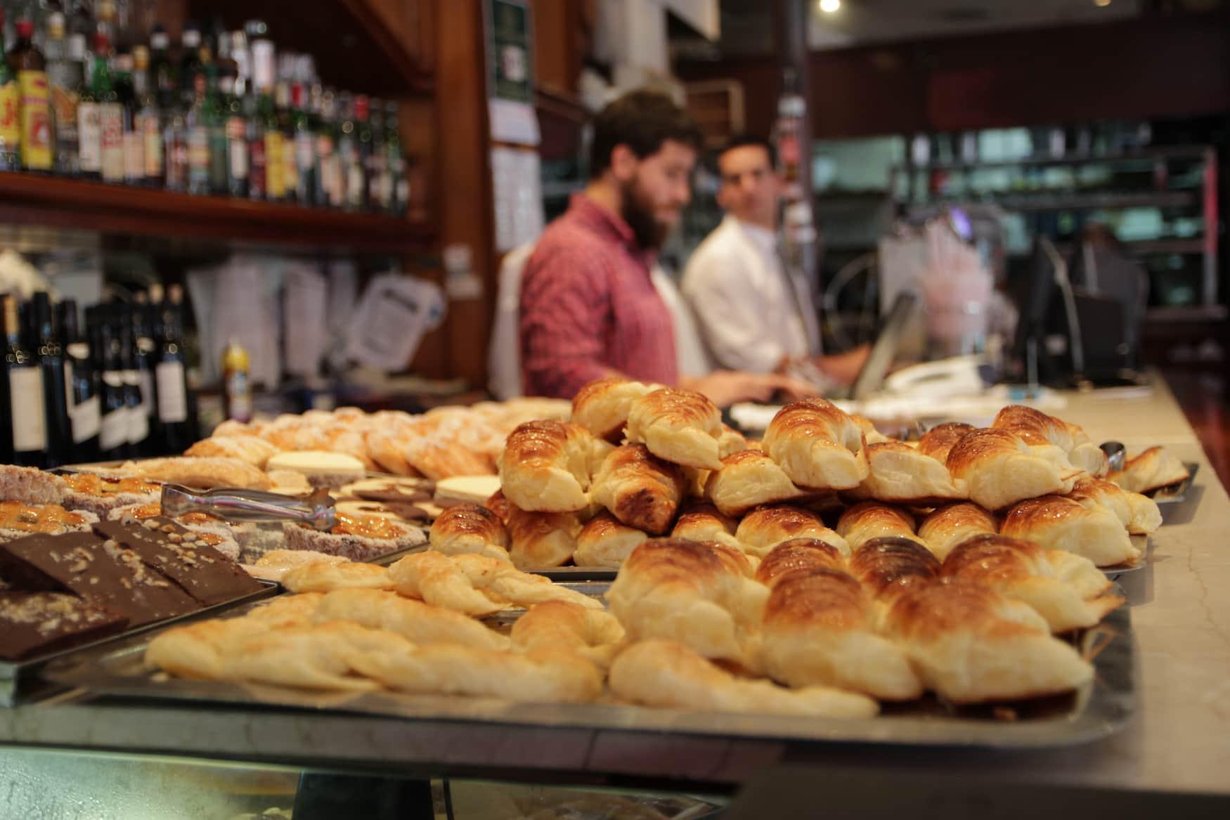 Typosches Croissant in Argentinien: Medialunas