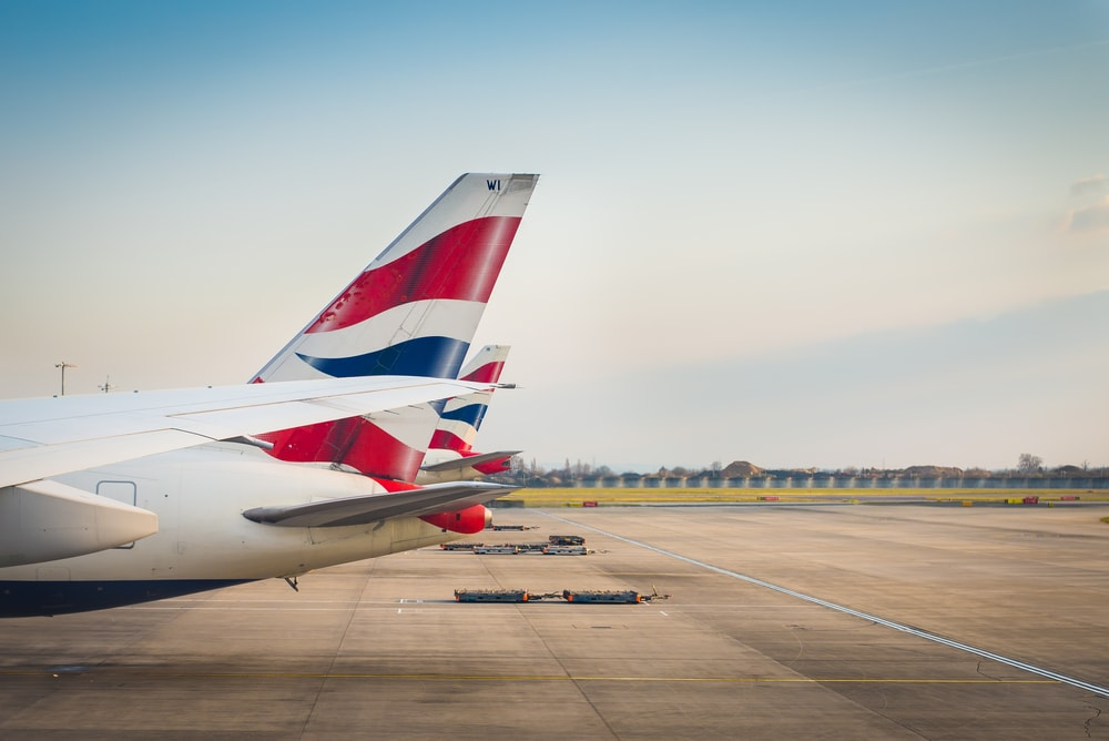Flugzeuge von British Airways auf dem Rollfeld in London-Heathrow