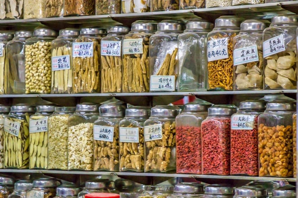 Im Supermarkt erwartet Touristen allerhand exotische Lebensmittel.