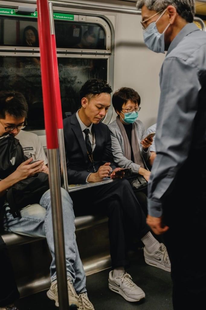 Anzug und Krawatte gehören zum Alltagsoutfit im Businessleben.