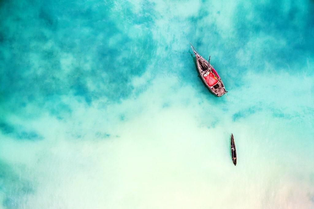 Küste in Sansibar mit Boot