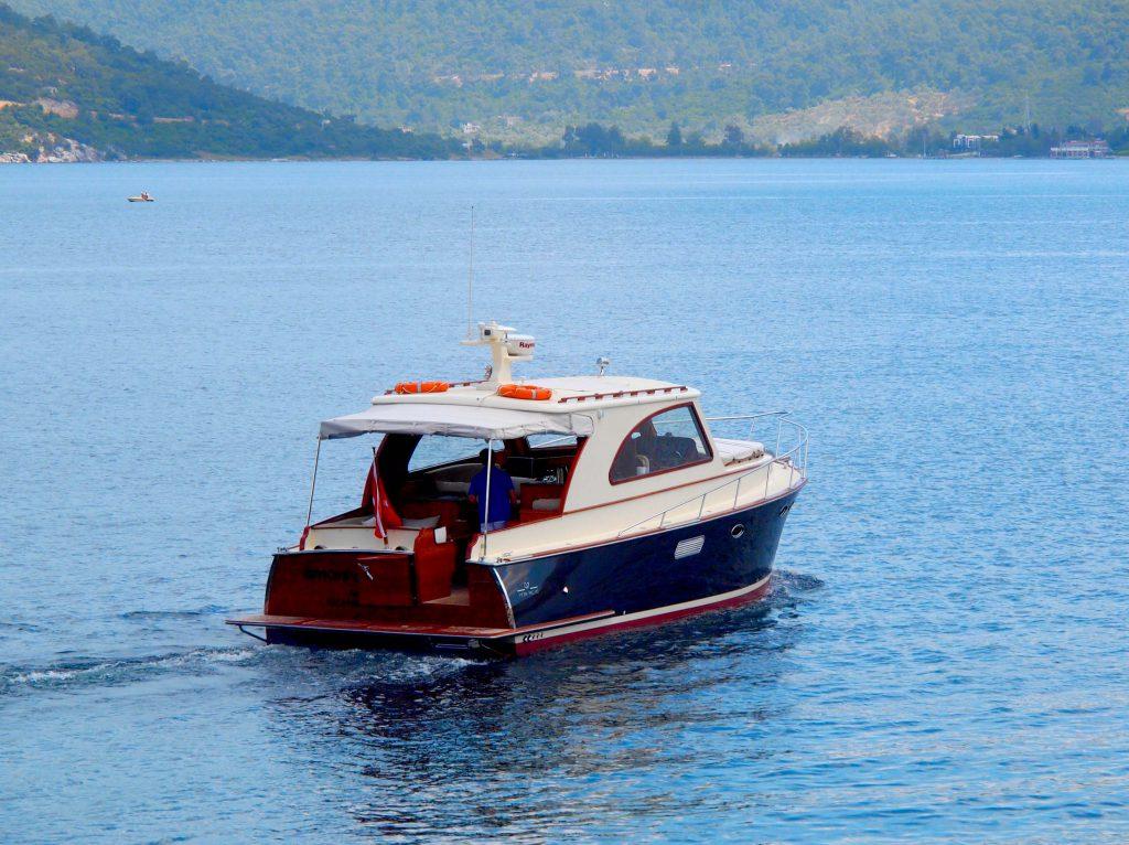 wer im Hotel Amanruya nächtigt, bekommt die Yacht gratis dazu.