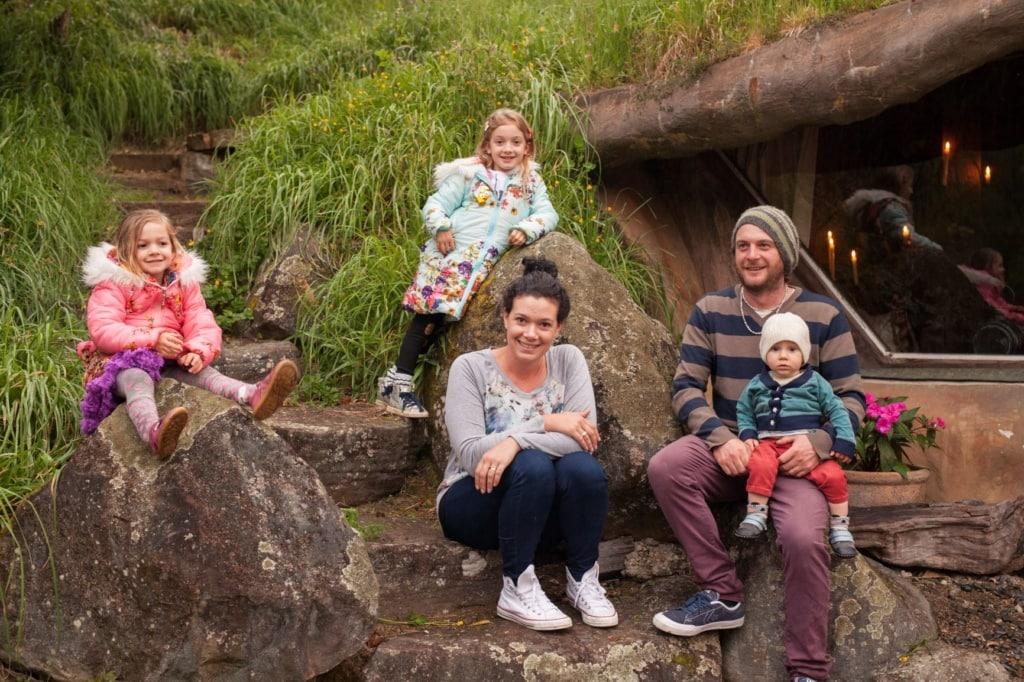 Familie in der Underhill Glamping Unterkunft