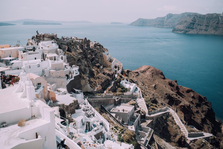 Dorf an der Küste der Kykladen, Aussicht aufs Meer