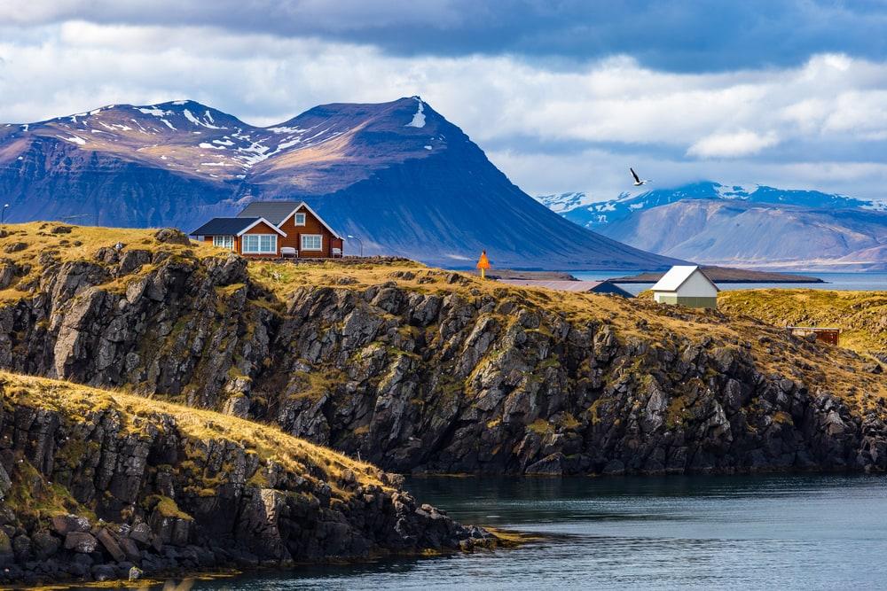 Reise-Guide Island: Haus auf dem Land