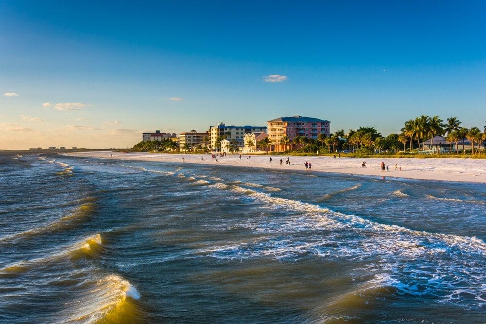 Blick auf den Fort Myers Beach vom Meer aus