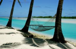 Hängematte am Strand auf den Cookinseln