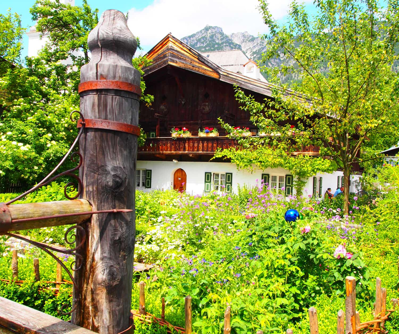 Urige Häuser in Garmisch-Patenkrichen auf der Kräuterwanderung