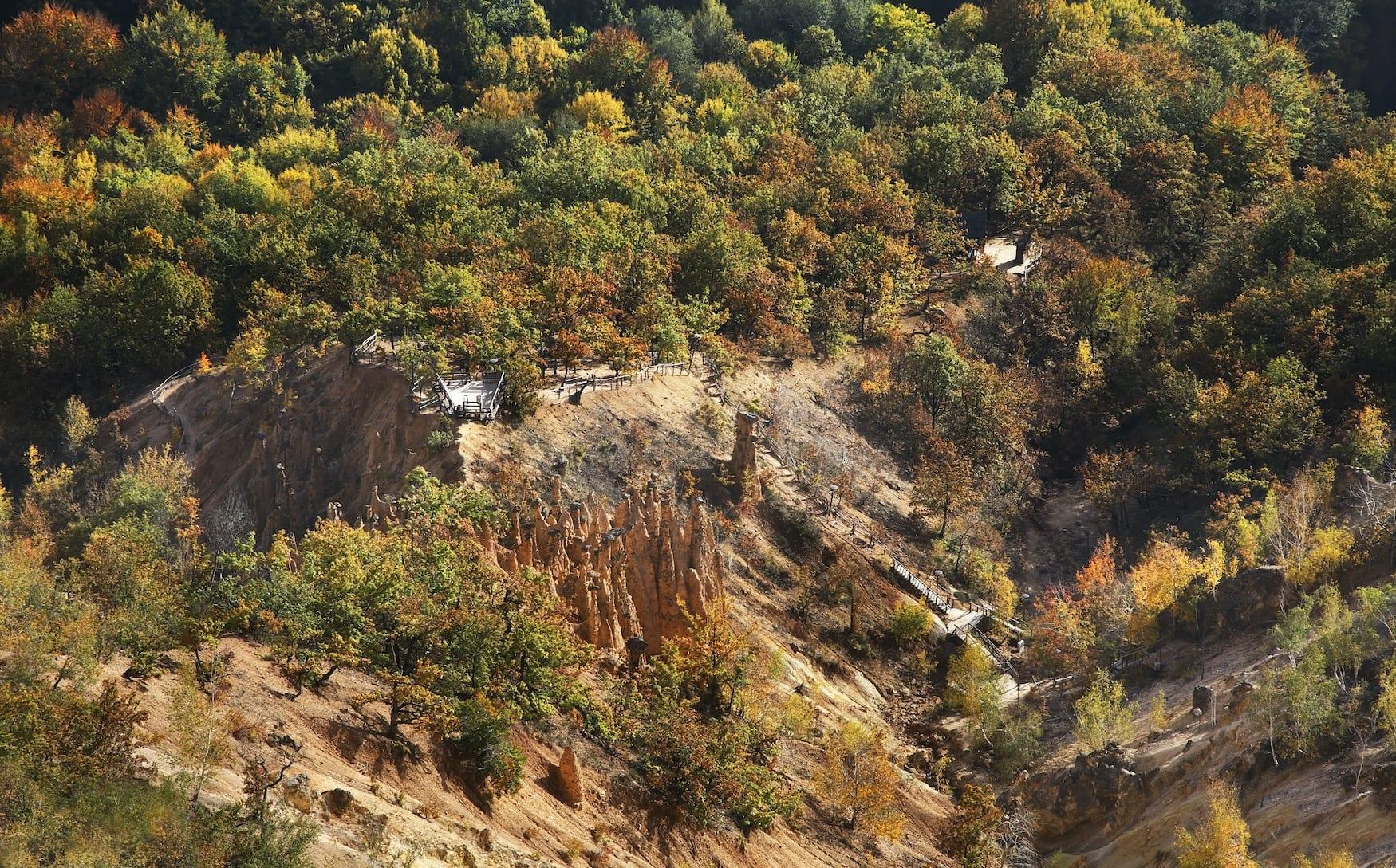 Die Teufelsformation im Radan-Gebirge aus der Vogelperspektive
