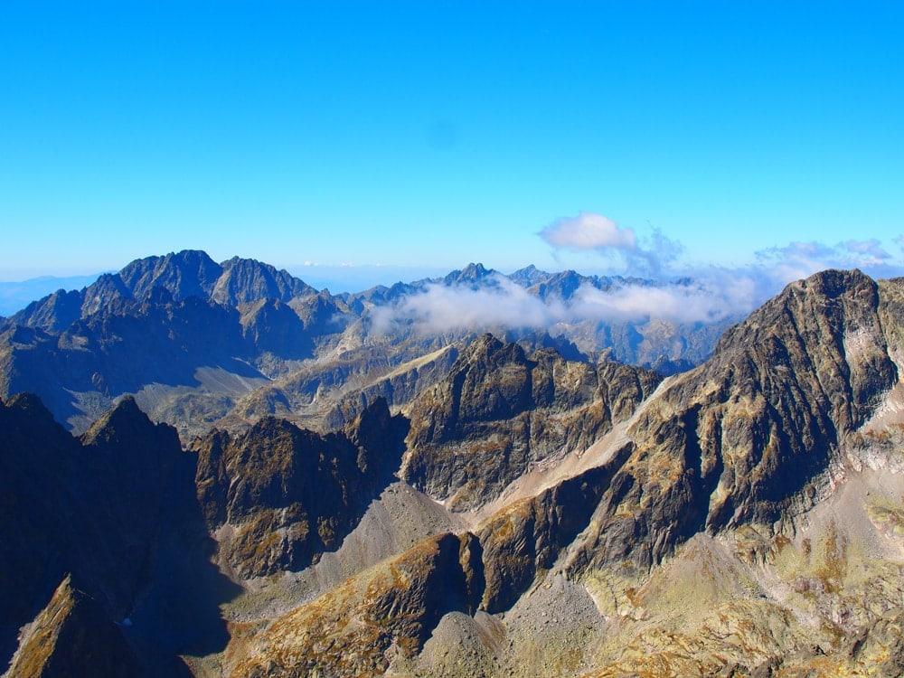 Reise durch die Slowakei: Blick auf die Berge von der Lomnitzer Spitze