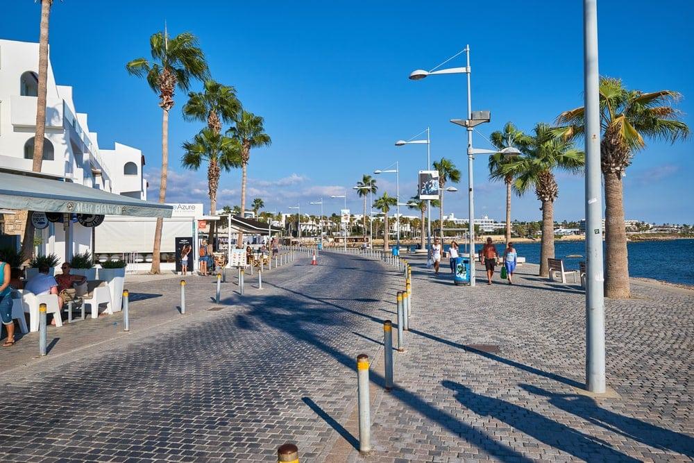 Promenade in Pafos auf Zypern im November