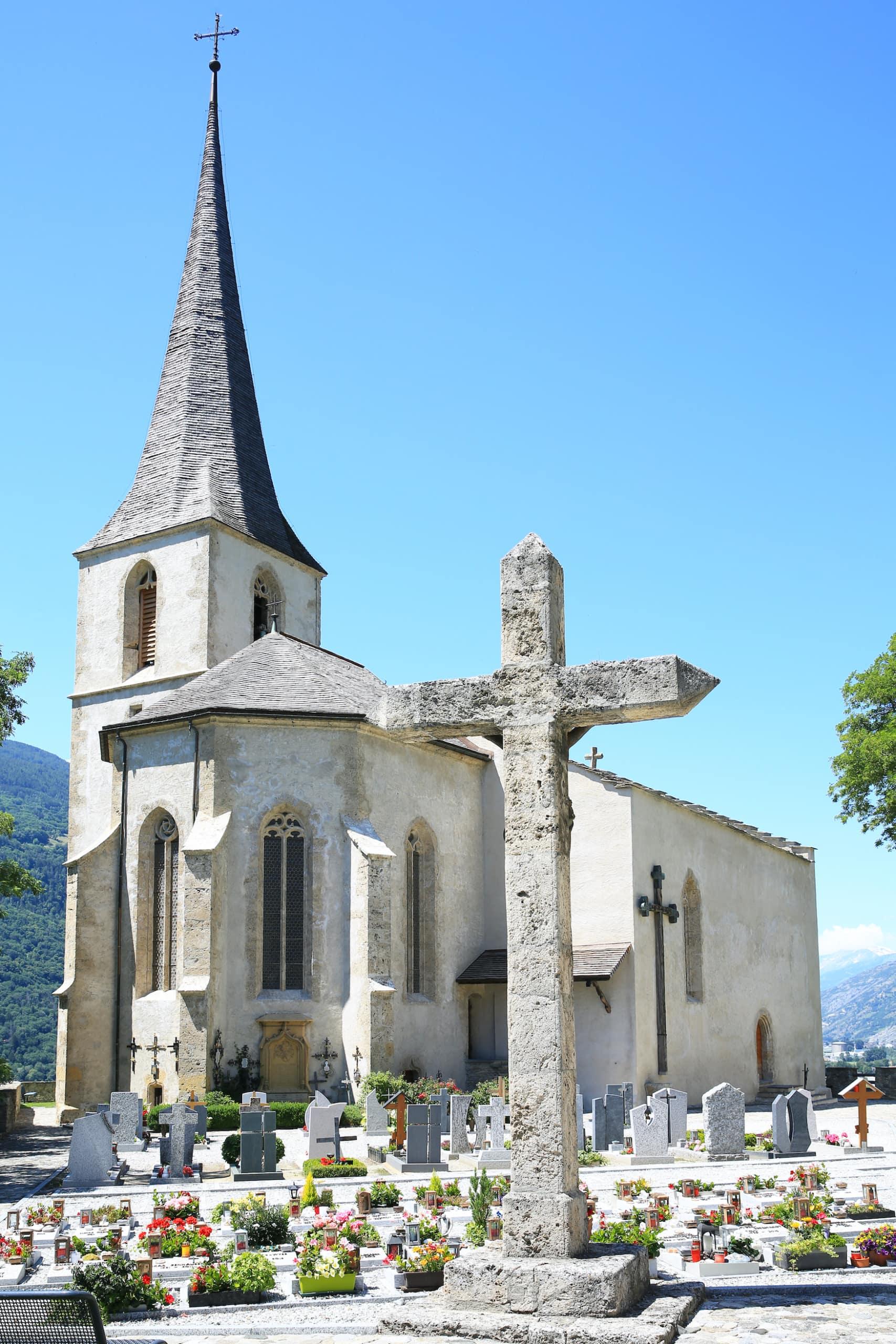 Felsenkirche in Raron, Schweiz