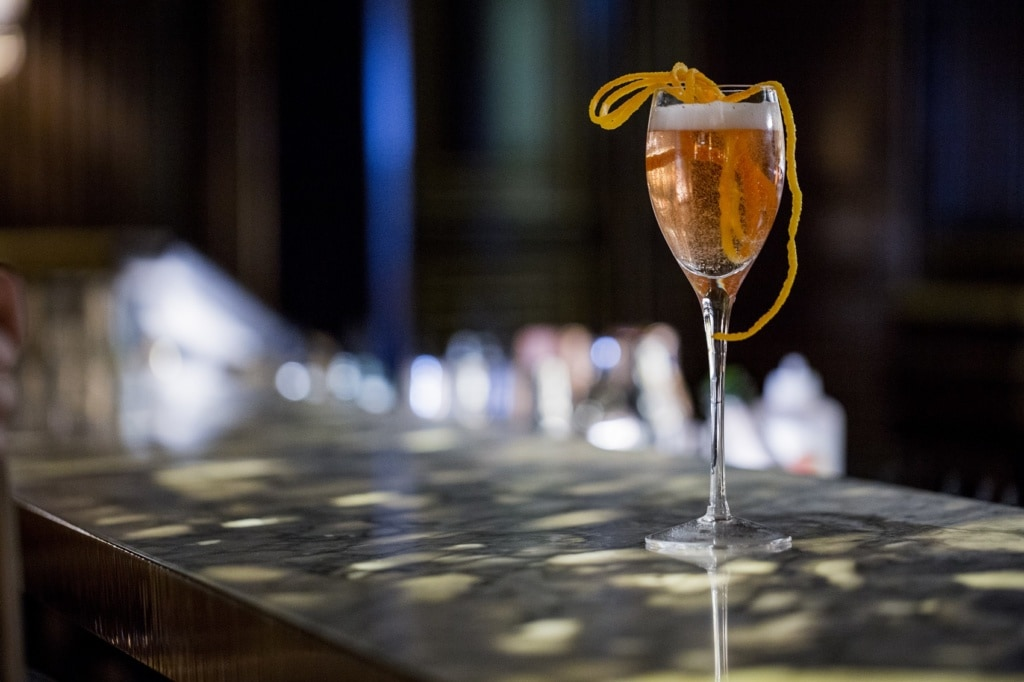 Wir zeigen euch die schicksten Hotelbars in Paris.