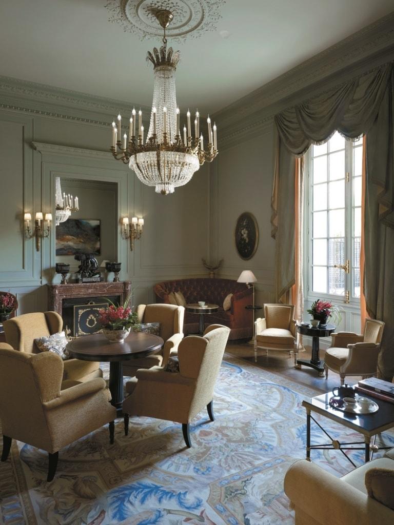 Die Hotelbar des Shangri-La in Paris ist eine kleine Zeitreise.