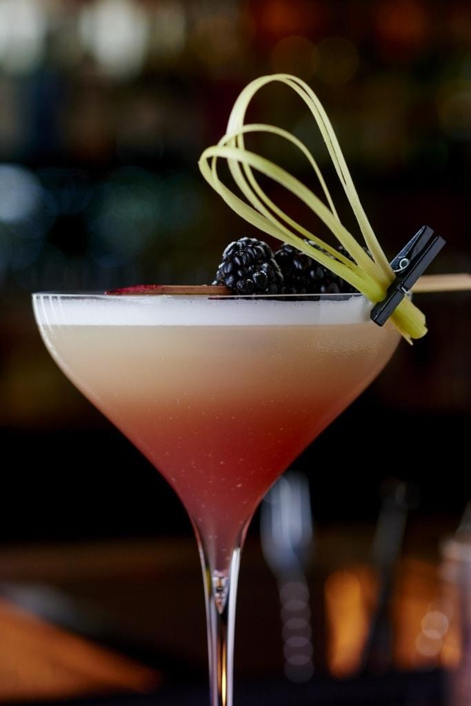 Die Drinks in der Bar des Park Hyatt in Paris sind ein Genuss für Gaumen und Augen.