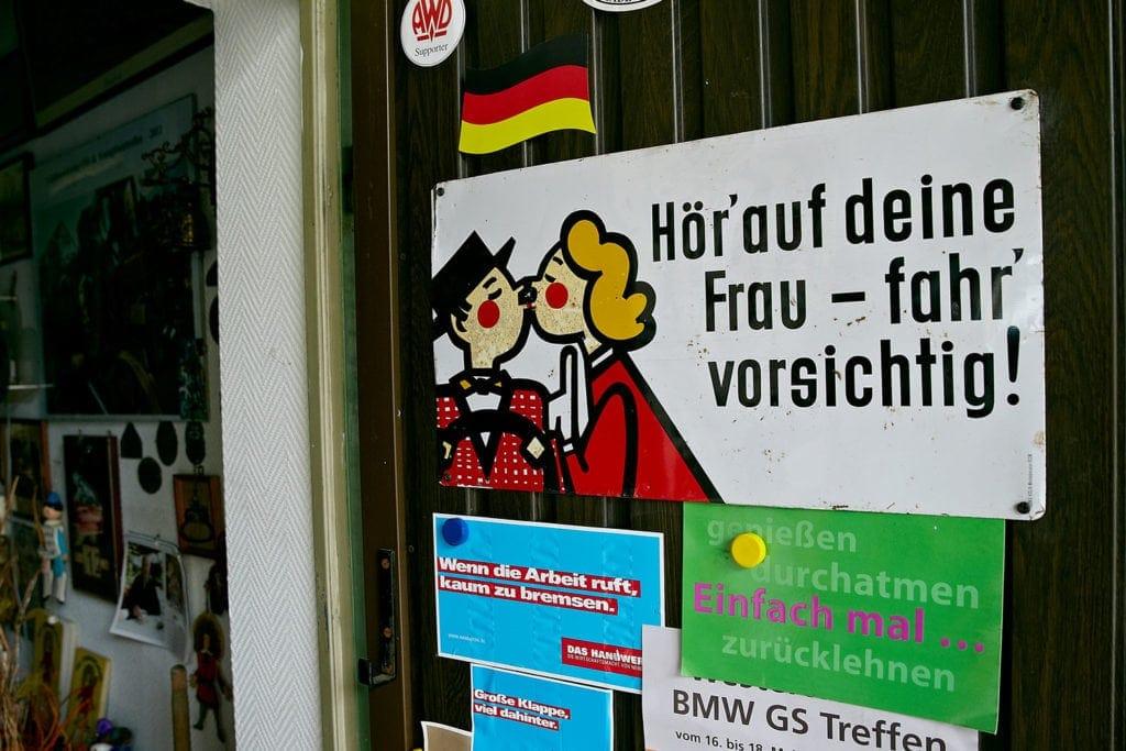 Immer schön vorsichtig mit dem Motorrad durch den Westerwald