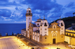 Candelaria-Kirche in Santa Cruz de Tenerife am Abend