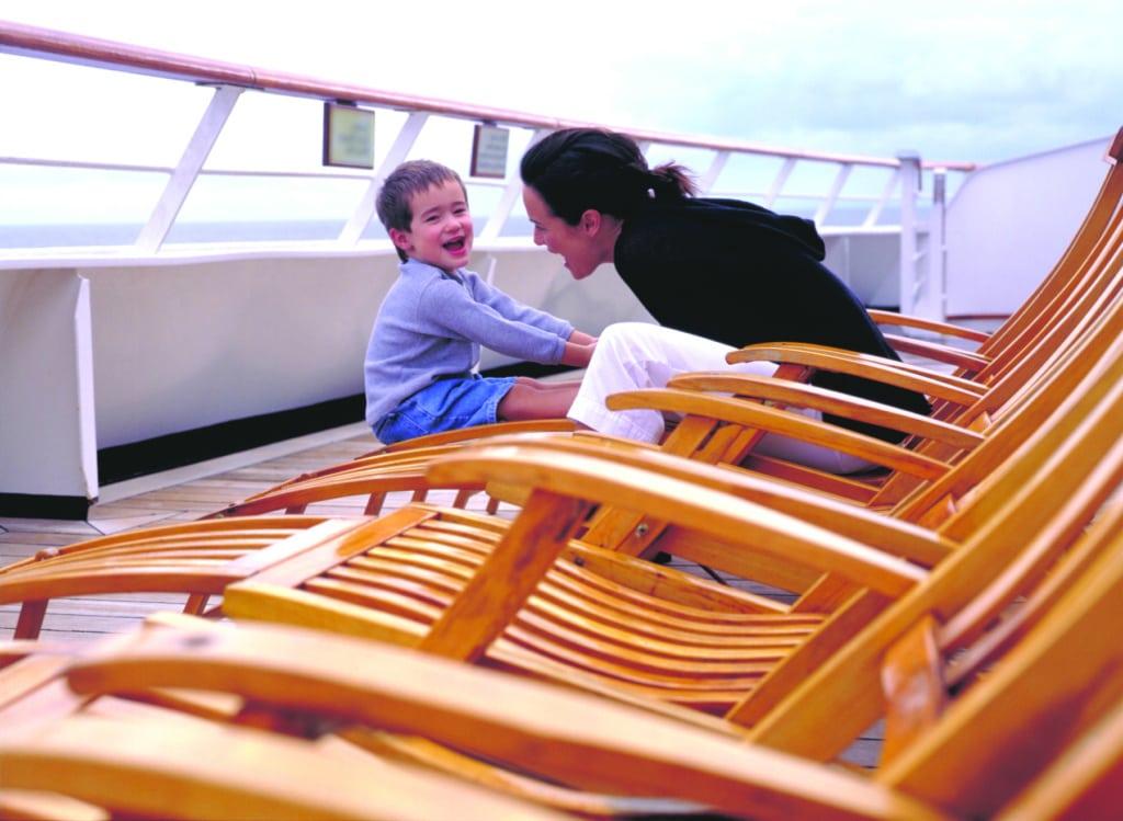 Mutter und Sohn an Bord der MS Eurodam