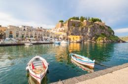 Liparische Inseln: Hafen von Lipari auf Sizilien