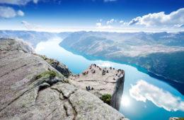 Cliff Preikestolen at fjord Lysefjord in Norwegen Foto Nanisimova