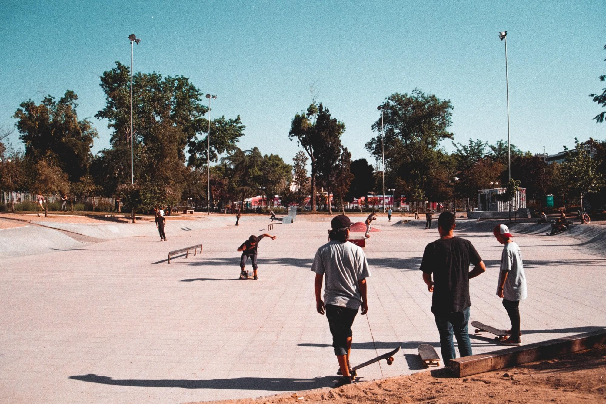 Skater auf einem Platz in Santiago de Chile