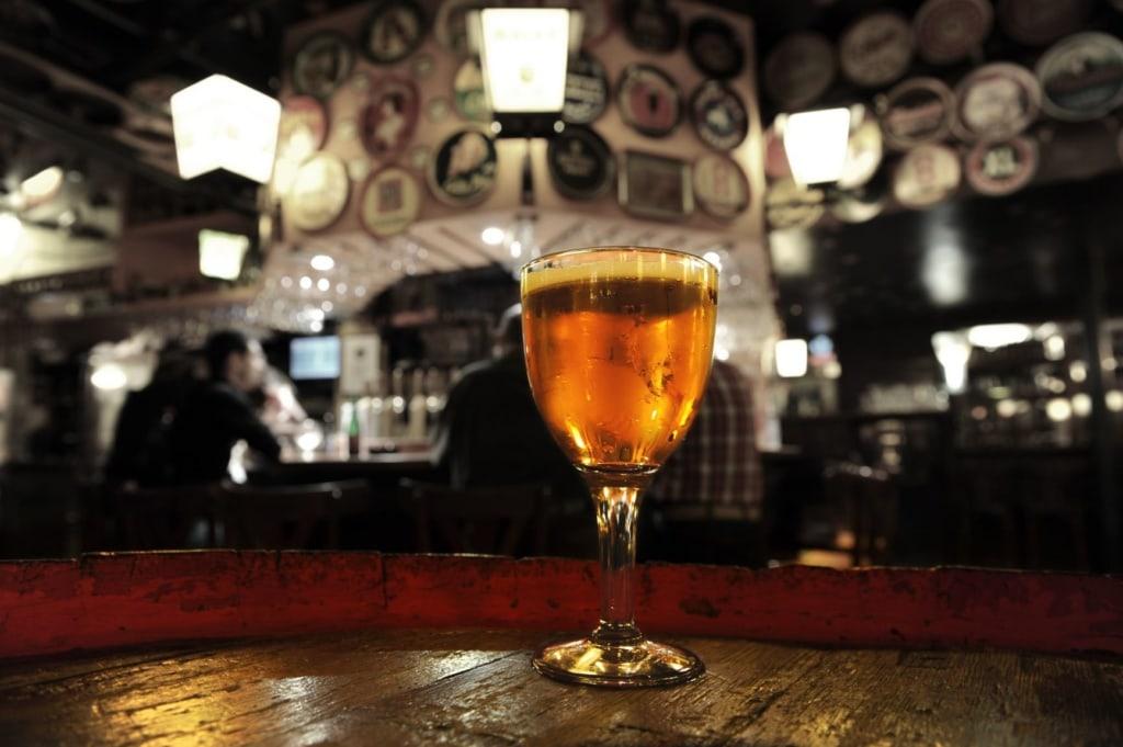 Glas Bier in Brüsseler Kneipe