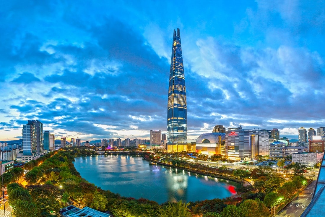 Panorama-Blick auf den Lotte World Tower