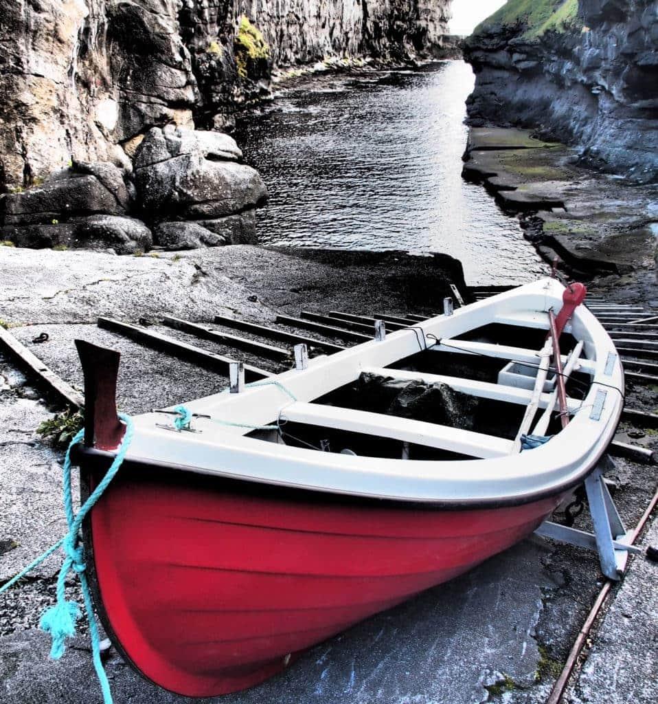 Der schönsten Naturhäfen des Inselreichs: Gjógv, Färöer Inseln