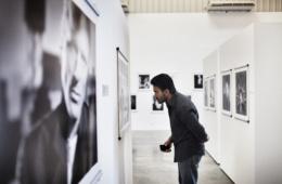 Besucher in der Art Gallery in Dubai