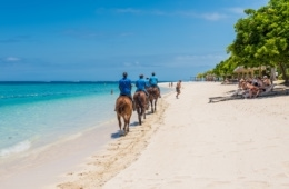 Reiter am Strand auf Mauritius