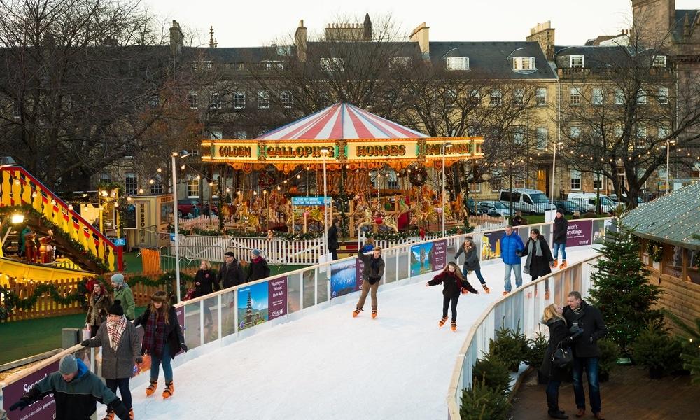 Advent in Edinburgh: Eisbahn auf dem Weihnachtsmarkt