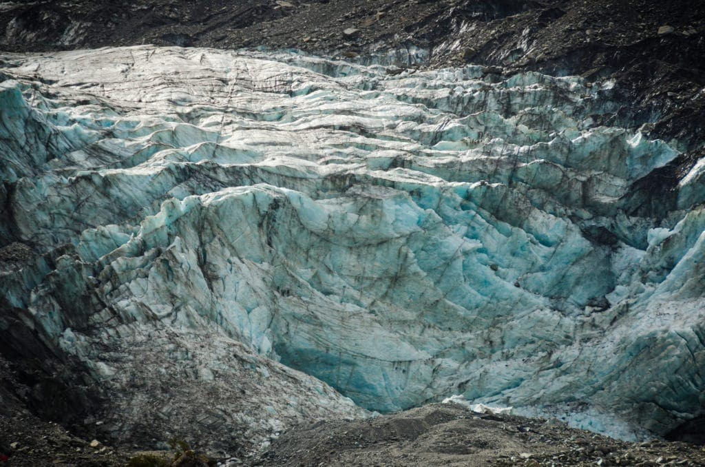 Der Franz-Joseph-Gletscher auf der Südinsel liegt einen kurzen Fußmarsch vom Parkplatz entfernt.