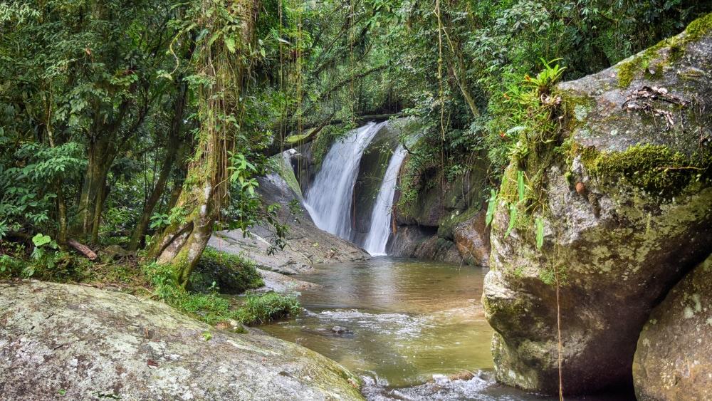 Wasserfall in Ilhabela, Brasilien
