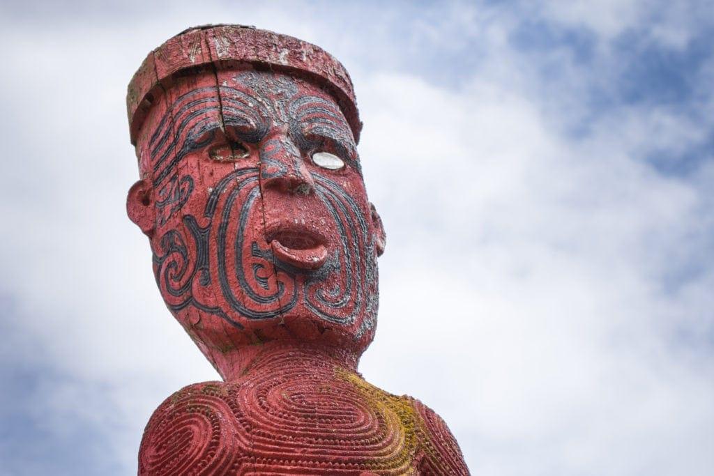 Ta Moko nennen sich die detailreichen Tattoos der Maoris.
