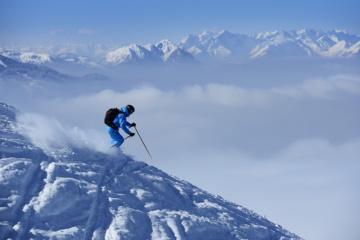 Skifahrer in den Kitzbüheler Alpen