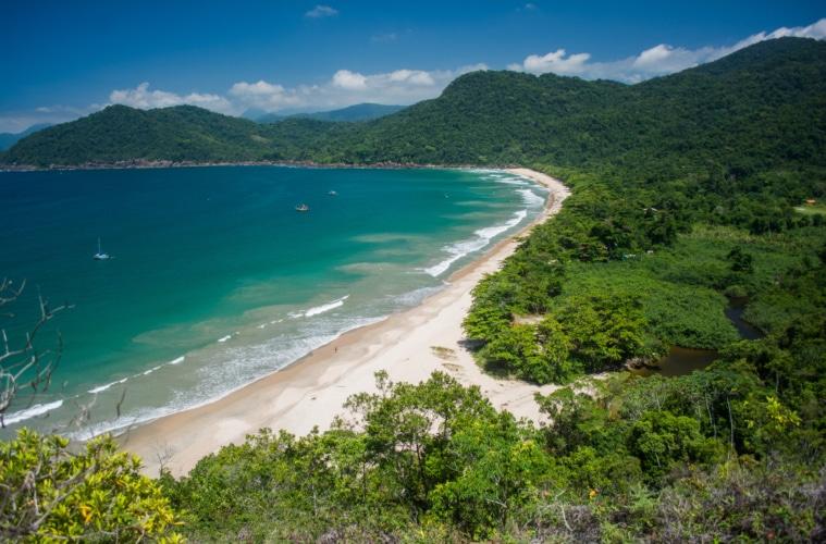 Grüne Küste Brasiliens: Blick auf den Sono Beach
