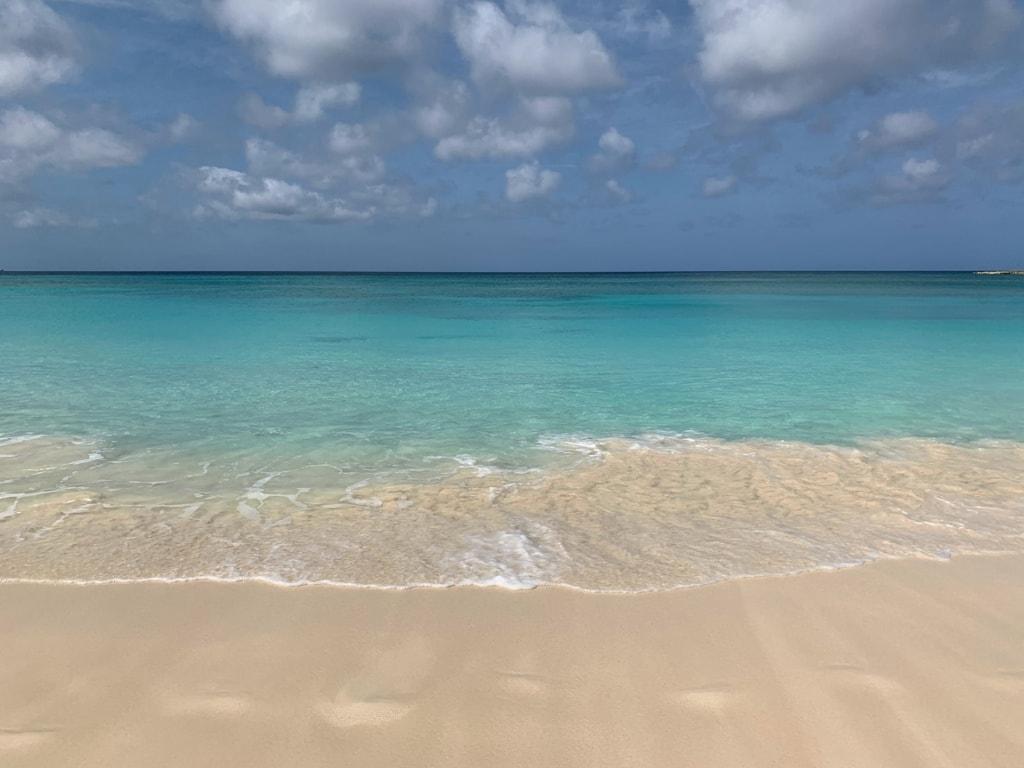 Was man in Nassau gesehen haben sollte? Na, die Traumstrände Cabbage und Cable Beach auf jeden Fall.