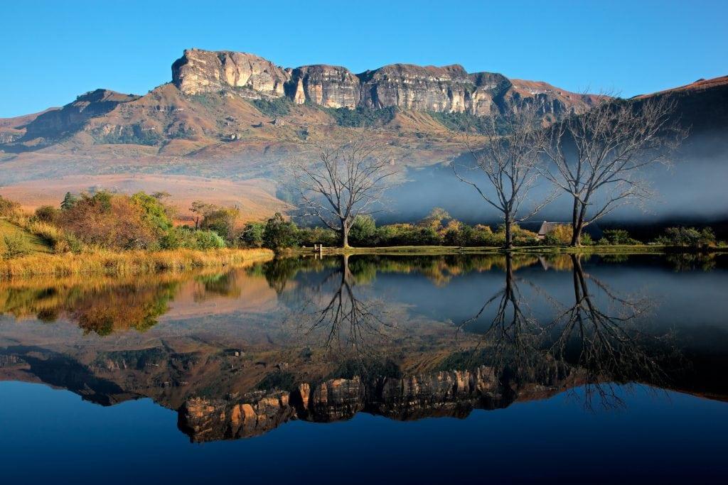 """Der Nationalpark Royal Natal mit seinen Drakensbergen ist ebenso im Film """"Der geilste Tag"""" zu sehen."""