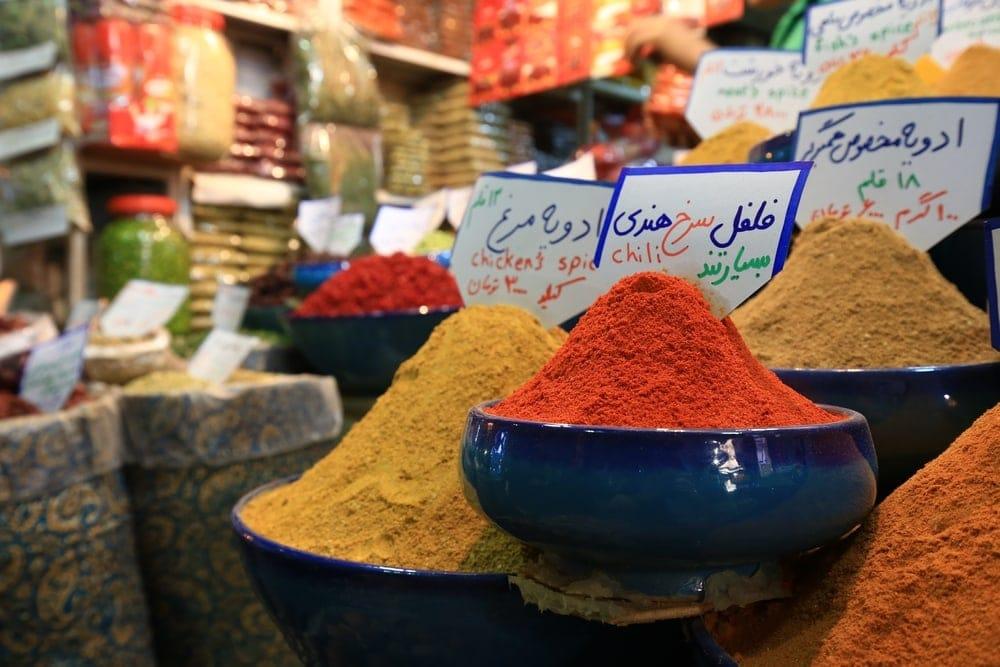 Gewürze auf Markt im Iran