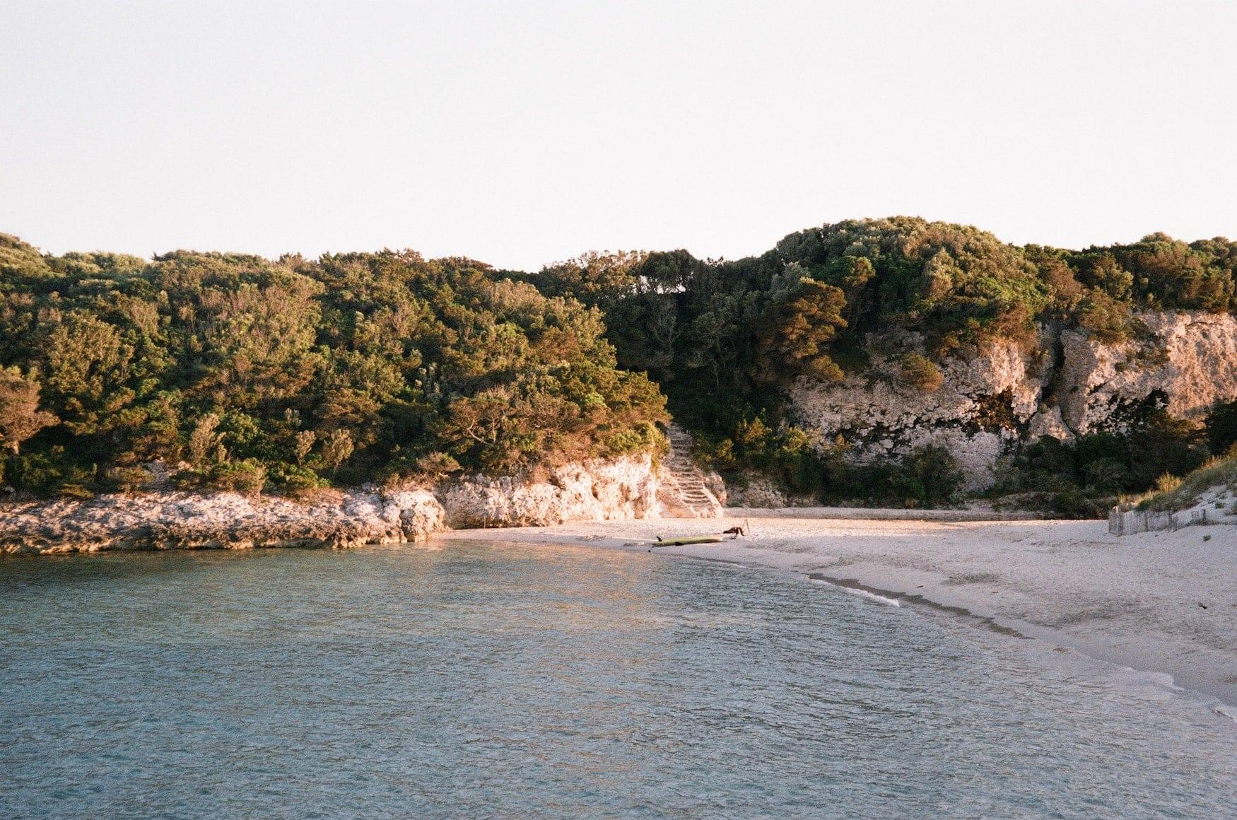 Einsamer Strandabschnitt auf Korsika