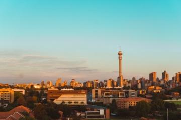 Skyline Johannesburg bei Sonnenuntergang