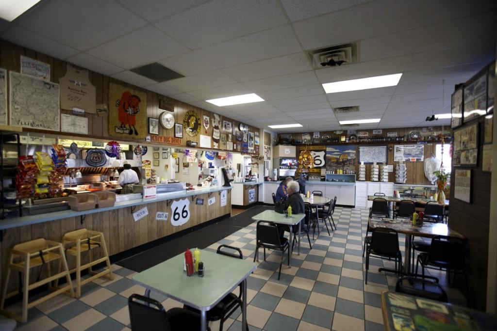 Route 66 in Illinois: Stopp im Restaurant Cozy Dog
